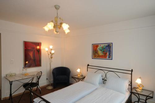 Ein Bett oder Betten in einem Zimmer der Unterkunft Hotel Chrüz