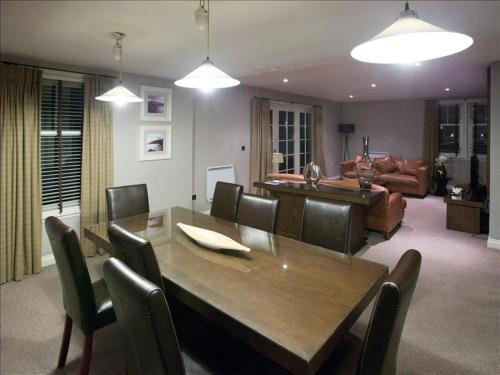 Cameron Club Three Bedroom Auchentullich Cottage L102