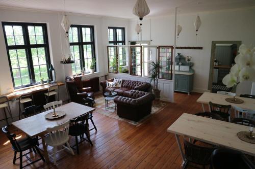 Ein Restaurant oder anderes Speiselokal in der Unterkunft Fjelde Guesthouse