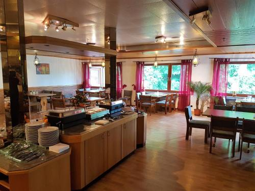 A restaurant or other place to eat at Siegerland-Hotel Haus im Walde