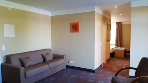 A seating area at SORAT Insel-Hotel Regensburg
