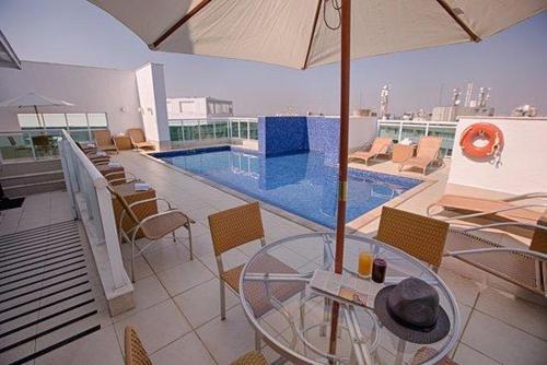 The swimming pool at or near Flat Setor Hoteleiro Norte