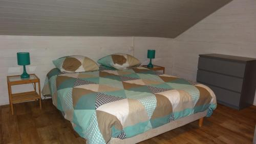 A bed or beds in a room at Le Clos de Mesvres