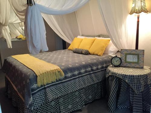 A bed or beds in a room at Eden Rest