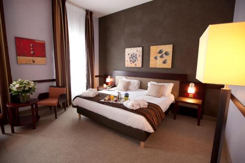 Een bed of bedden in een kamer bij Alliance Lille - Couvent Des Minimes