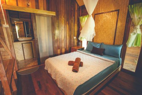 A bed or beds in a room at Bayview Sunset