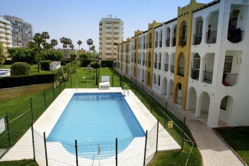 The swimming pool at or near Apartamento Andalucía