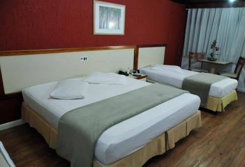Кровать или кровати в номере Inter Plaza Hotel