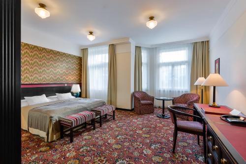 Letto o letti in una camera di Hotel Savoy by Prague Castle - Free Garage Mo - Sun