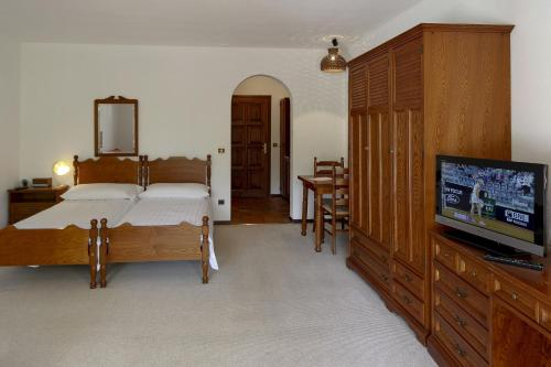 A bed or beds in a room at Aparthotel Al Lago