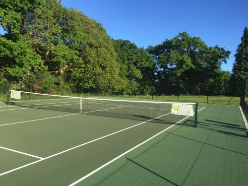 Tennis and/or squash facilities at Passford House Hotel or nearby