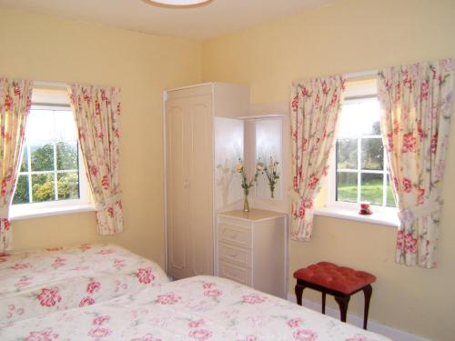 A bed or beds in a room at Findus House, Farmhouse Bed & Breakfast