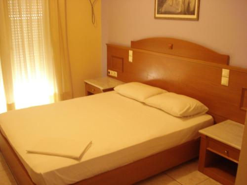 A bed or beds in a room at Hotel Cybele Pefki
