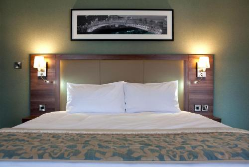 A bed or beds in a room at Jurys Inn Dublin Parnell Street