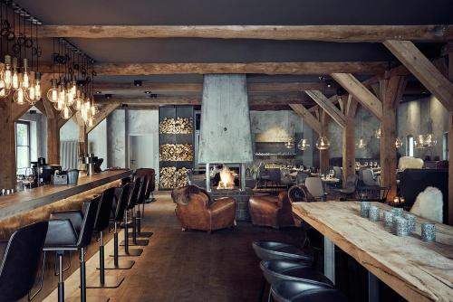 A restaurant or other place to eat at Landhaus Flottbek Boutique Hotel