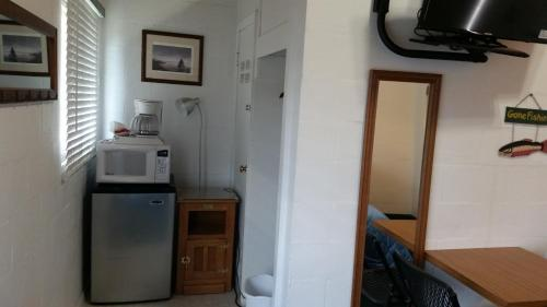 A kitchen or kitchenette at Big Meadow Lodge