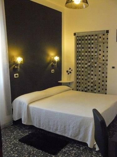 A bed or beds in a room at Hotel Vittoriano