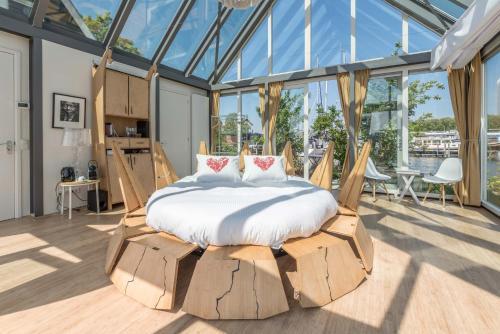 Een bed of bedden in een kamer bij The Panorama Suite (Mandelahuisje)