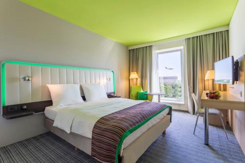A bed or beds in a room at Park Inn by Radisson Frankfurt Airport
