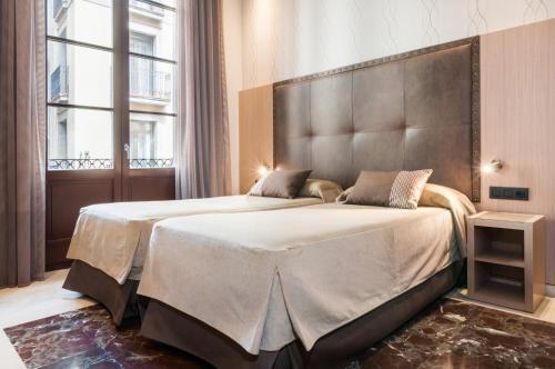 Een bed of bedden in een kamer bij Hotel Gótico