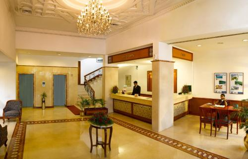 The lobby or reception area at Hotel Abad Plaza