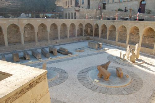 A piscina localizada em Vafa's Guest House ou nos arredores