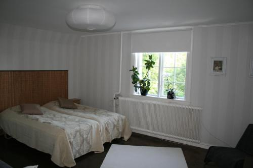 A bed or beds in a room at Villa Gräsdalen