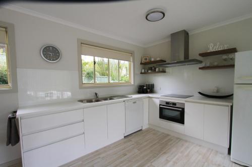 A kitchen or kitchenette at Port's Hidden Gem