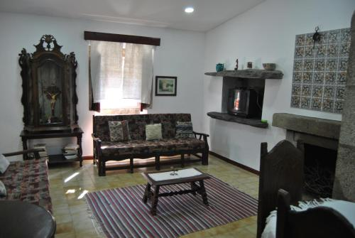 A seating area at Casa da Cruz