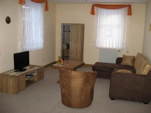 Ein Sitzbereich in der Unterkunft Ferienwohnung Mitreuter