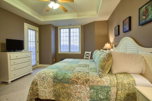 Кровать или кровати в номере Cliffs Resort Table Rock Lake