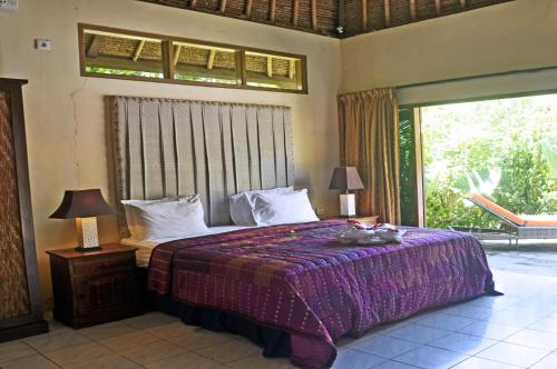 A bed or beds in a room at Bayside Bungalows