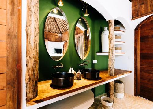 A bathroom at Majo Private Villas