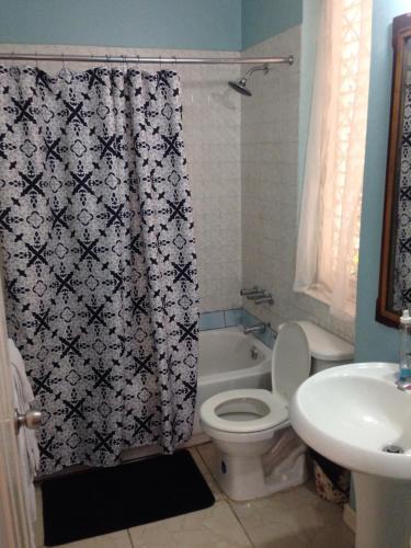 A bathroom at Avanti (Home away from home)
