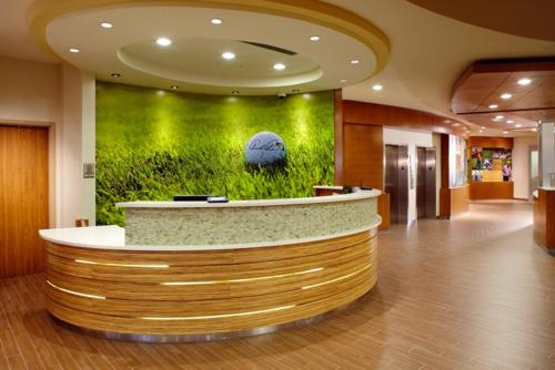 The lobby or reception area at SpringHill Suites by Marriott Pittsburgh Latrobe