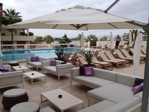 The swimming pool at or close to Bellamar Hotel Beach & Spa