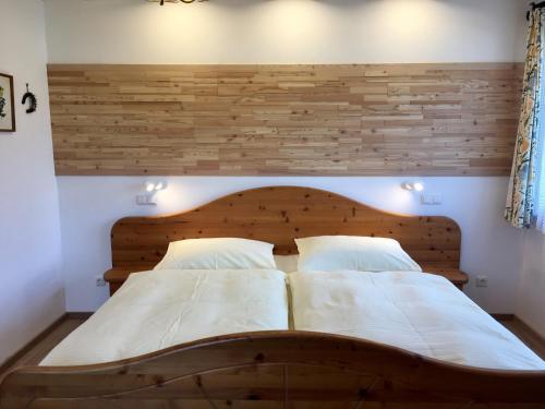 Ein Bett oder Betten in einem Zimmer der Unterkunft Haus Lisa