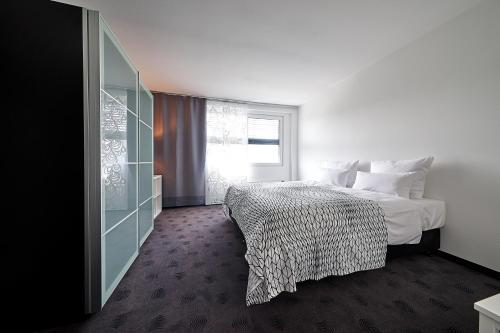 A bed or beds in a room at FourSide Trier