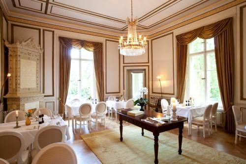 Ein Restaurant oder anderes Speiselokal in der Unterkunft Schloss Kittendorf