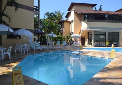 A piscina localizada em Apto com serviços de Flat na Riviera de São Lourenço ou nos arredores