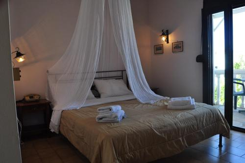 A bed or beds in a room at Byzance Hotel