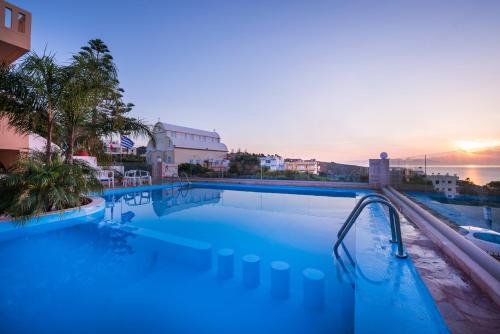 Πισίνα στο ή κοντά στο Esplanade Apartments