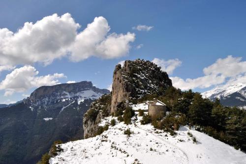 Hotel de Montaña Lamiana during the winter