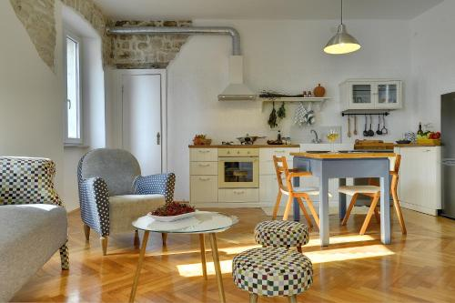 A kitchen or kitchenette at Apartments Forum