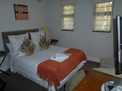 A bed or beds in a room at Melville Turret Guesthouse