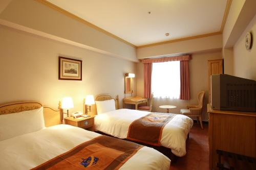 Tempat tidur dalam kamar di Hotel Monterey Nagasaki