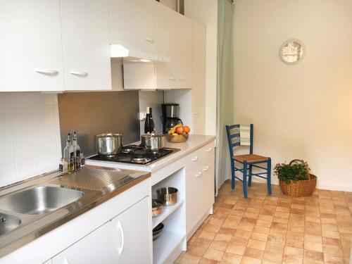 A kitchen or kitchenette at La Clé d'Alsace