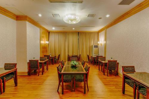 華夏國際飯店餐廳或用餐的地方