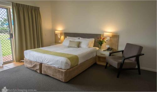 A bed or beds in a room at Eagle Heights Mountain Resort
