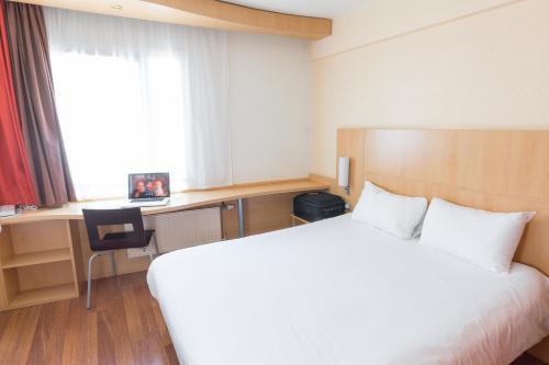 Un ou plusieurs lits dans un hébergement de l'établissement ibis Dunkerque